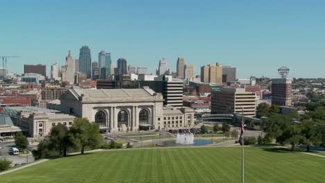 A-daytime-view-of-the-Kansas-City-Missouri-skyline