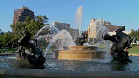 A-downtown-fountain-in-Kansas-City-with-buildings-background-3