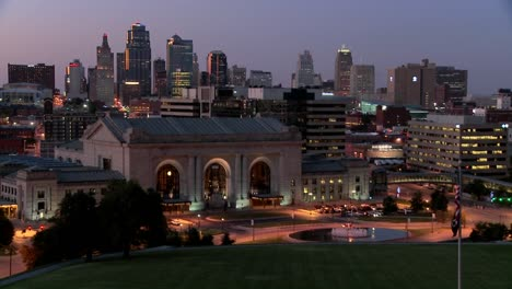 A-night-time-view-of-the-Kansas-City-Missouri-skyline