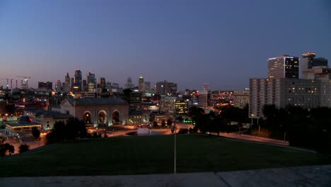 A-night-time-view-of-the-Kansas-City-Missouri-skyline-3