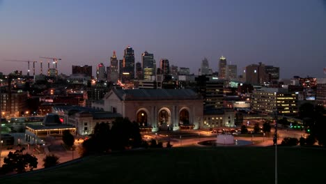 A-night-time-view-of-the-Kansas-City-Missouri-skyline-4