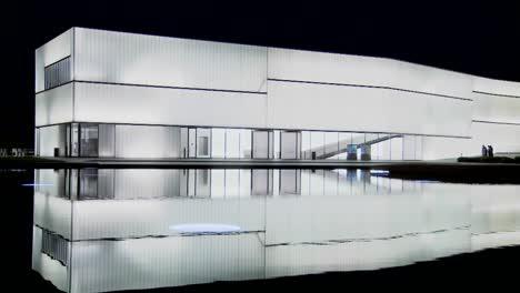 Un-Edificio-Moderno-Está-Iluminado-Y-Brilla-Desde-El-Interior-2