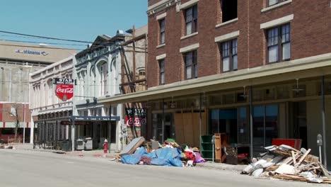Müll-Und-Müll-Sitzt-Auf-Der-Straße-Während-Der-Aufräumarbeiten-Nach-Dem-Hurrikan-Ike-In-Galveston-Texas-1