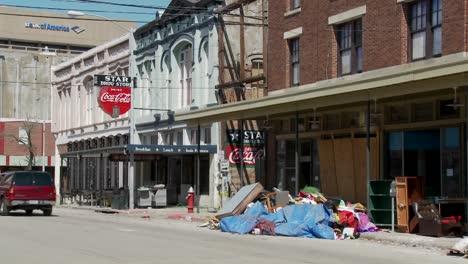 Basura-Y-Basura-Se-Sienta-En-La-Calle-Durante-La-Limpieza-Después-Del-Huracán-Ike-En-Galveston-Texas-2