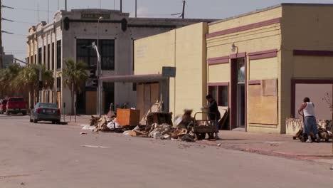 Equipos-De-Limpieza-Trabajan-En-Galveston-Texas-Después-Del-Huracán-Ike