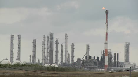 Fire-burns-at-an-oil-refinery-1