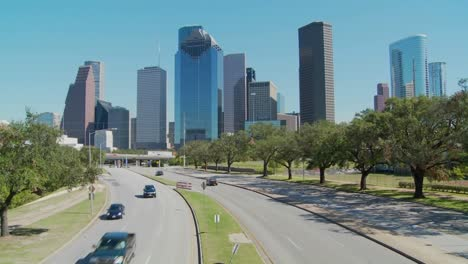 Cars-drive-along-a-highway-leading-into-downtown-Houston