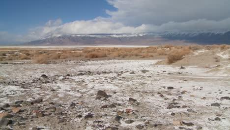 Lapso-De-Tiempo-De-Nubes-Sobre-El-Lecho-Del-Lago-Seco-Del-Valle-De-Owens-1