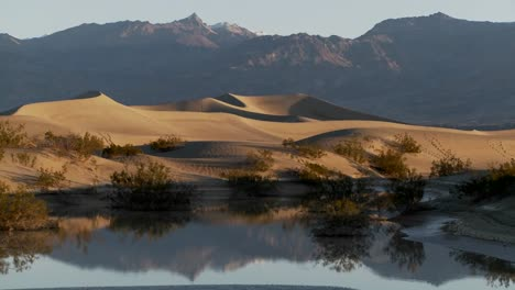 Time-lapse-over-an-oasis-in-Death-Valley-1