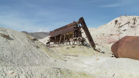 An-abandoned-sulfur-mine-in-Death-Valley-3