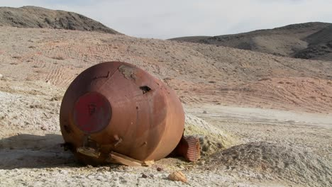 What-looks-like-an-old-space-capsule-has-crash-landed-in-the-desert-1
