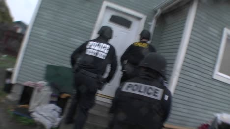 A-SWAT-team-of-DEA-agents-conduct-a-raid-on-a-crack-house