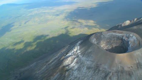 Eine-Luftaufnahme-über-Dem-Vulkan-Oldoinyo-Le-Ngai-In-Tansania
