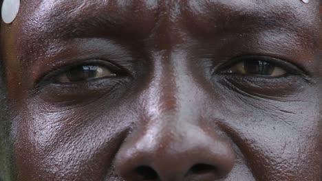 Extreme-Nahaufnahme-Von-Augen-Und-Nase-Eines-Afrikanischen-Mannes