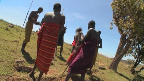 Massai-Krieger-Führen-Einen-Rituellen-Tanz-In-Kenia-Afrika-Auf-5