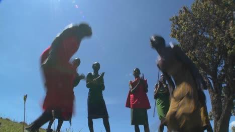 Massai-Krieger-Führen-Einen-Rituellen-Tanz-In-Kenia-Afrika-Auf-9