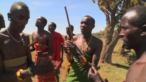 Massai-Krieger-Führen-Einen-Rituellen-Tanz-In-Kenia-Afrika-Auf-12
