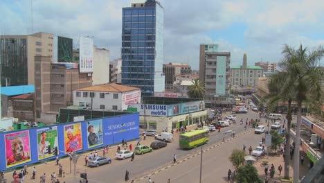Busy-street-scene-in-Nairobi-Kenya-1