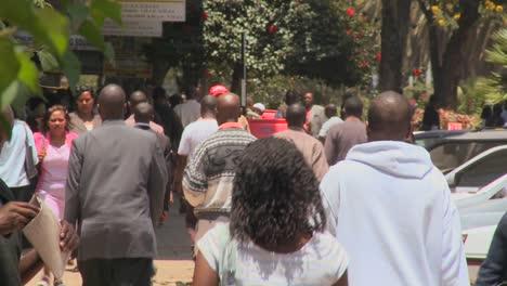 Crowds-of-people-walk-on-the-streets-of-Nairobi-Kenya