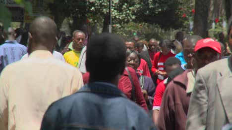 Crowds-of-Africans-walk-on-the-streets-of-Nairobi-Kenya