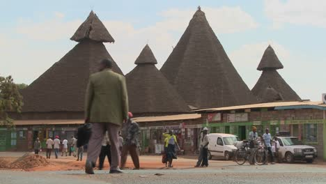 Unusual-thatch-roof-structures-in-Kenya-are-a-community-market