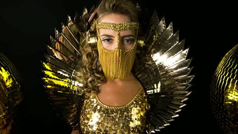 Mujer-De-Oro-8
