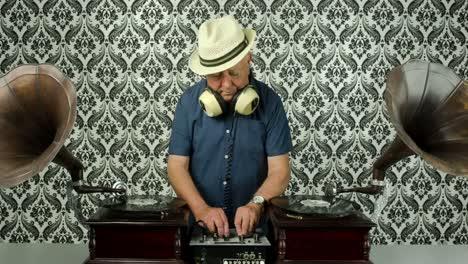 Grandpa-Gramophone-00