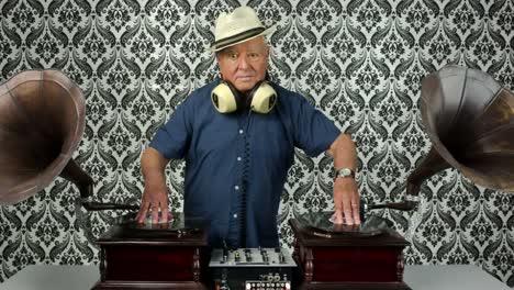 Grandpa-Gramophone-01
