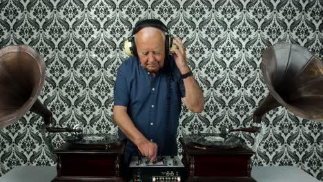 Grandpa-Gramophone-03