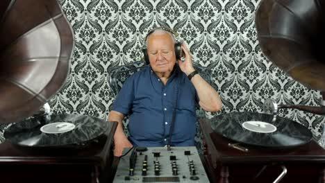 Grandpa-Gramophone-04