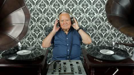 Grandpa-Gramophone-05