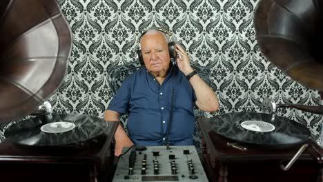 Grandpa-Gramophone-06