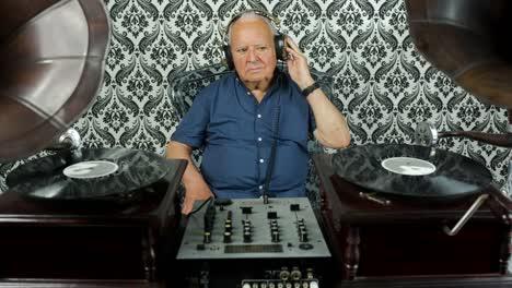 Grandpa-Gramophone-07
