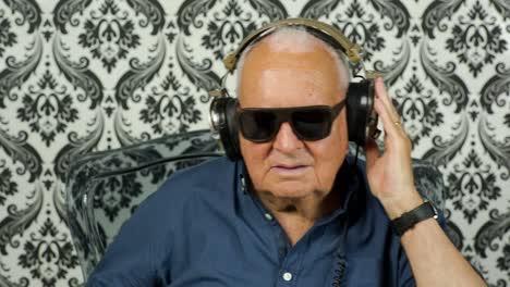 Grandpa-Gramophone-09