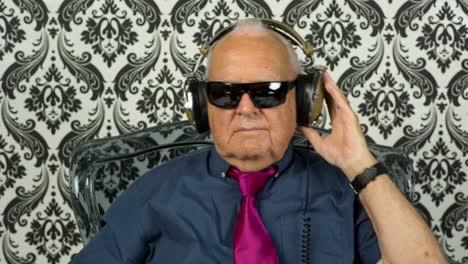 Grandpa-Gramophone-11