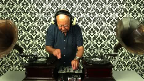 Grandpa-Gramophone-13