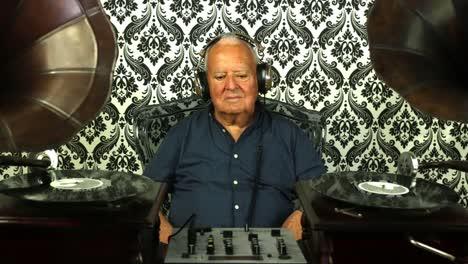 Grandpa-Gramophone-14
