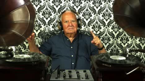 Grandpa-Gramophone-15