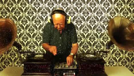 Grandpa-Gramophone-16