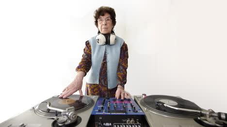 Granny-DJ-02