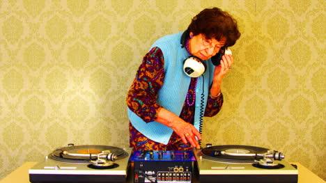 Granny-DJ-04
