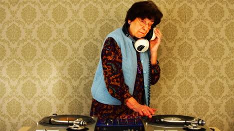 Granny-DJ-05