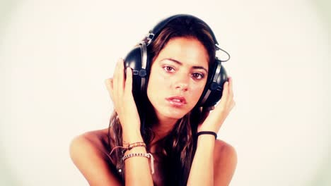 Woman-Listening-to-Music-0-01
