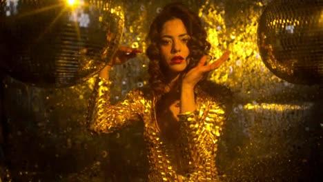 Golden-Woman-Dancing-15