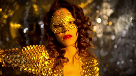 Golden-Woman-Dancing-48