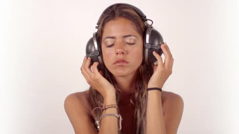 Woman-Listening-to-Music-0-03