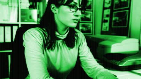 Woman-Secretary-09