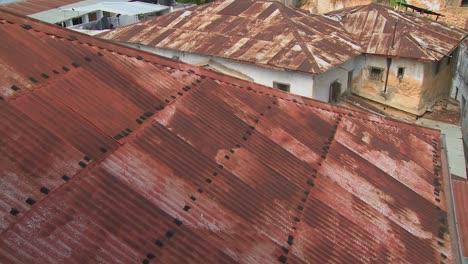 Tejados-Rojos-Oxidados-En-Stone-Town-Zanzíbar