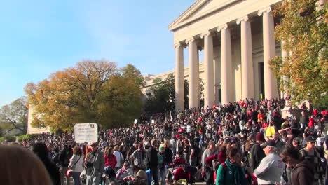 Grandes-Multitudes-En-El-Mitin-De-Jon-Stewart-Stephen-Colbert-En-Washington-Dc