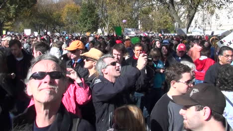 Huge-crowds-mass-in-the-streets-at-a-political-rally-in-Washington-DC